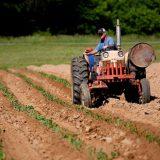 селскостопанска машина на полето