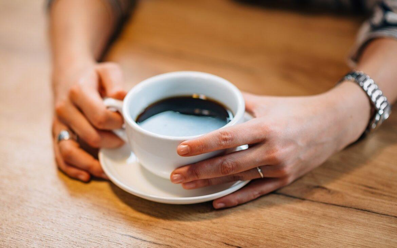 горещо кафе в малка чашка